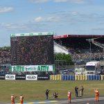 écran géant pendant le moto GP