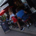 serveuse à Biarritz