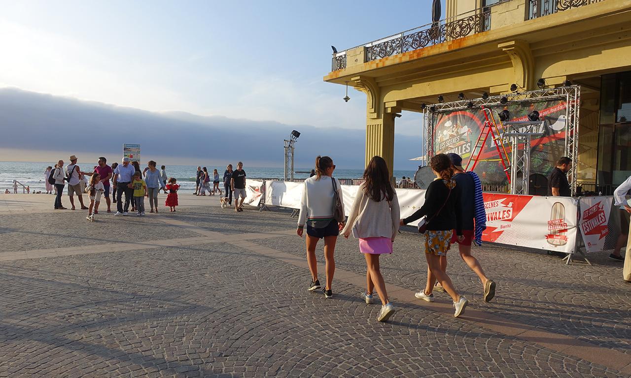 les filles sont très très belles à Biarritz
