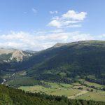 petites routes sinueuses dans les montagnes des Pyrenees ete