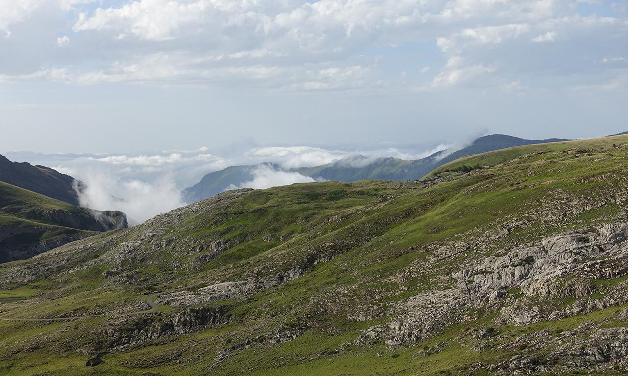 etre au dessus des nuages en montagne