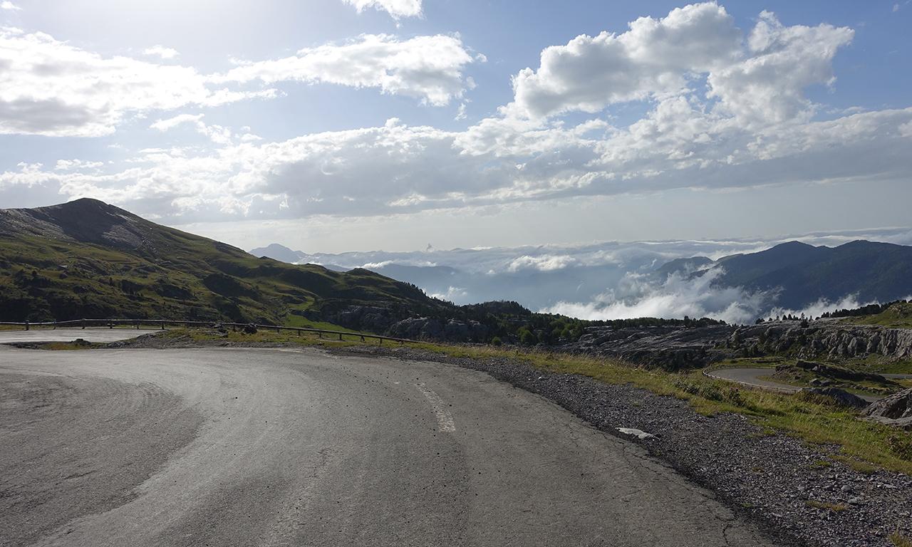 routes sinueuses en montagne