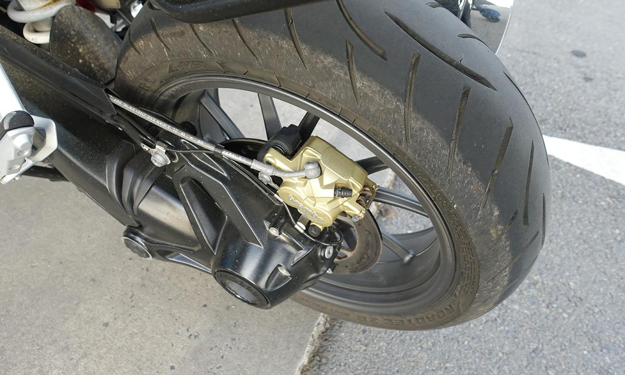 Pneu moto Metzeler Z8 : Allez, tu peux pencher un peu plus Jean-Claude ?