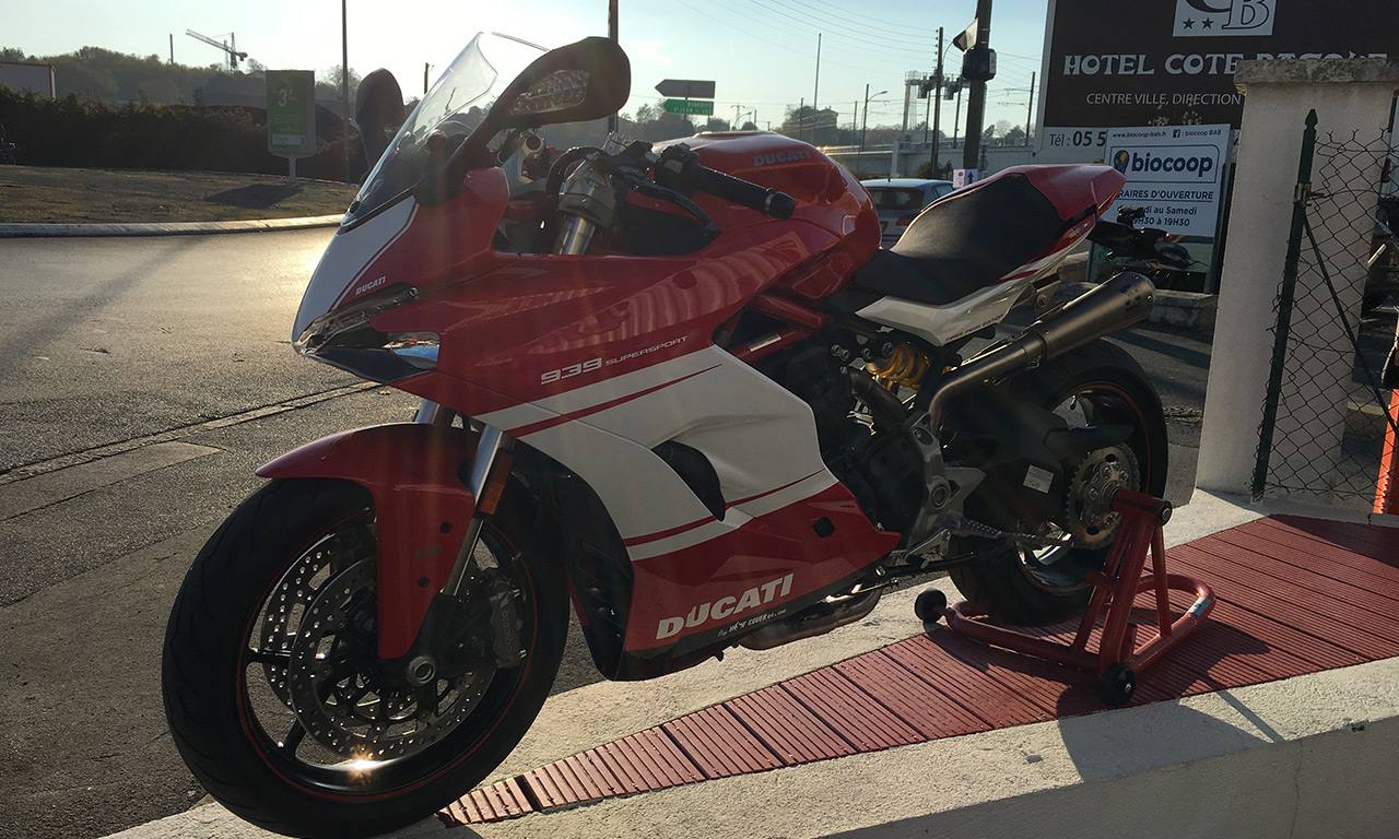 SuperSport Akrapovic Ducati