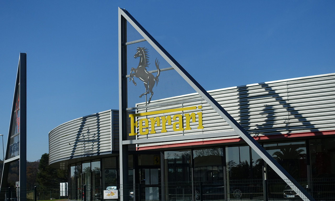 Ferrari à Bayonne : vente de voiture et atelier