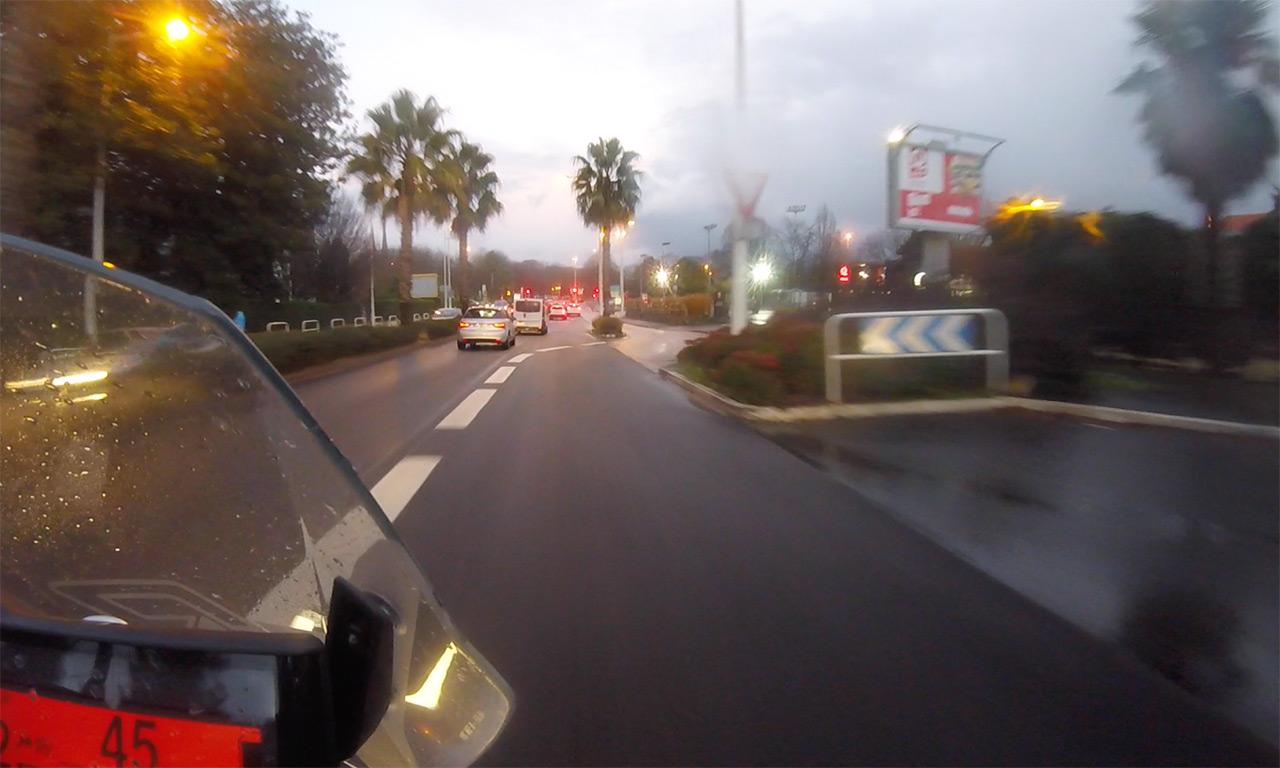 centre ville de Bayonne à moto