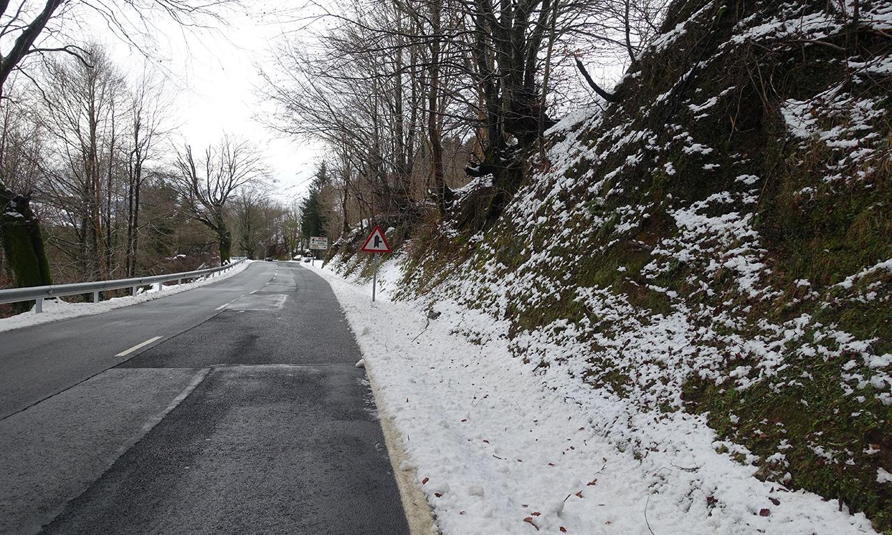 il neige en hiver en France, dans les montagnes sud
