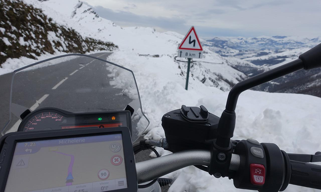 balade moto au coeur des montagnes des Pyrénées Atlantiques
