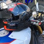 Casque de moto Arai Chaser 5 sur une S1000R