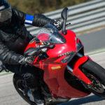 David Jazt essaye le Michelin Road5 sur le circuit de Monteblanco (Séville - Espagne)