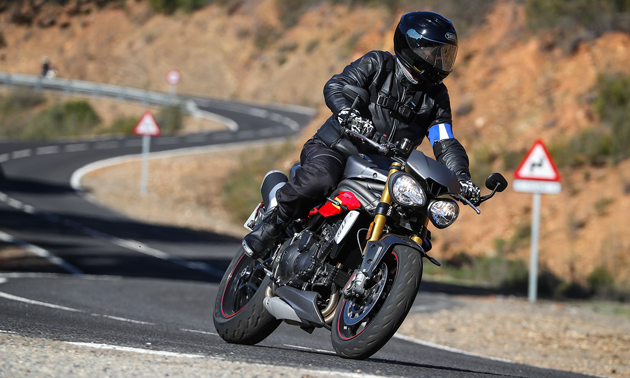 Speed Triple en Road5 Michelin