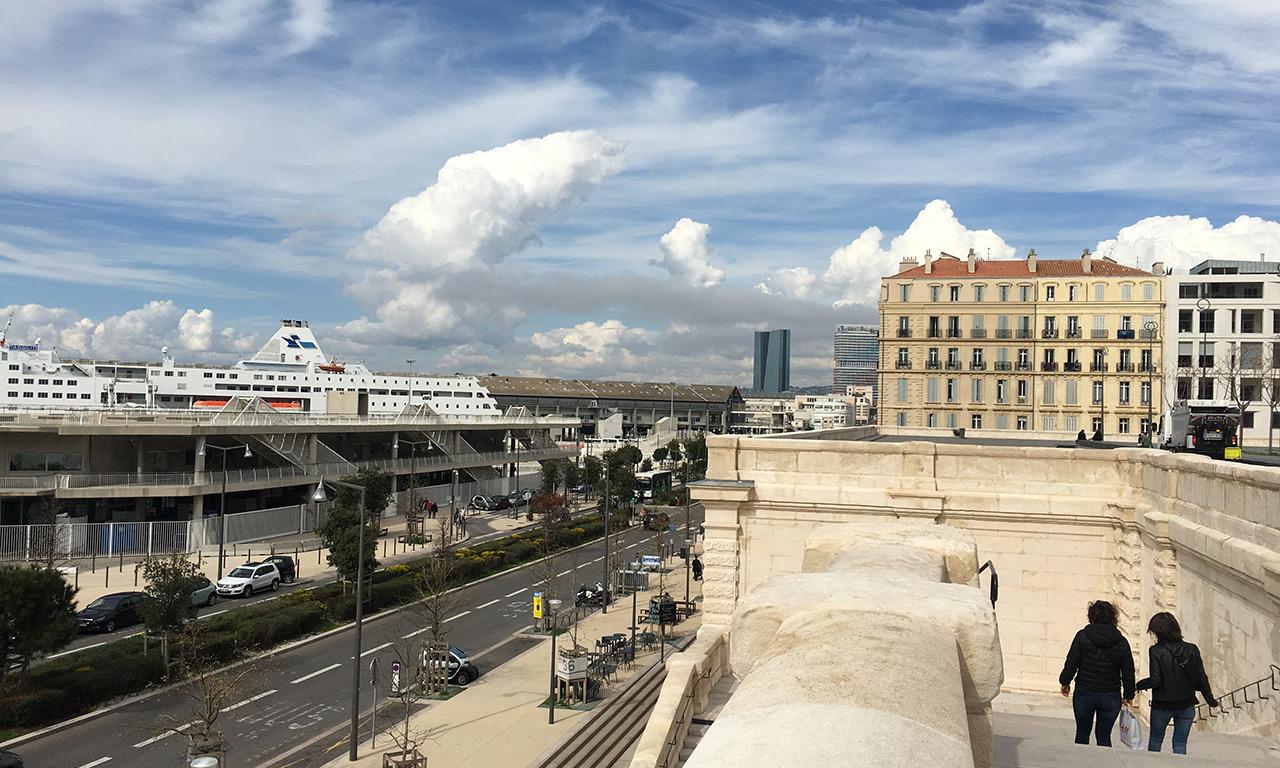 vue vers le port maritime de Marseille