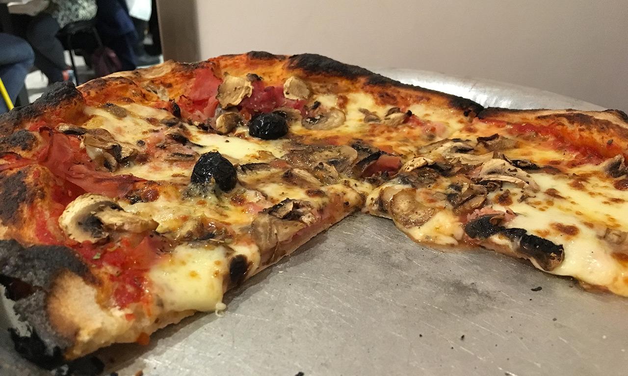 Une pizza à la Canebière : 1er arrondissement