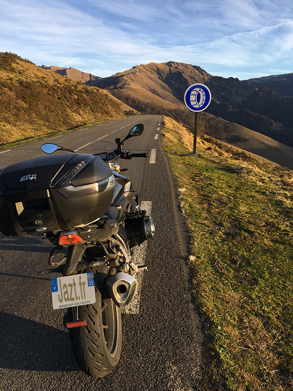 Equiper sa moto pour monter en montagne l'hiver
