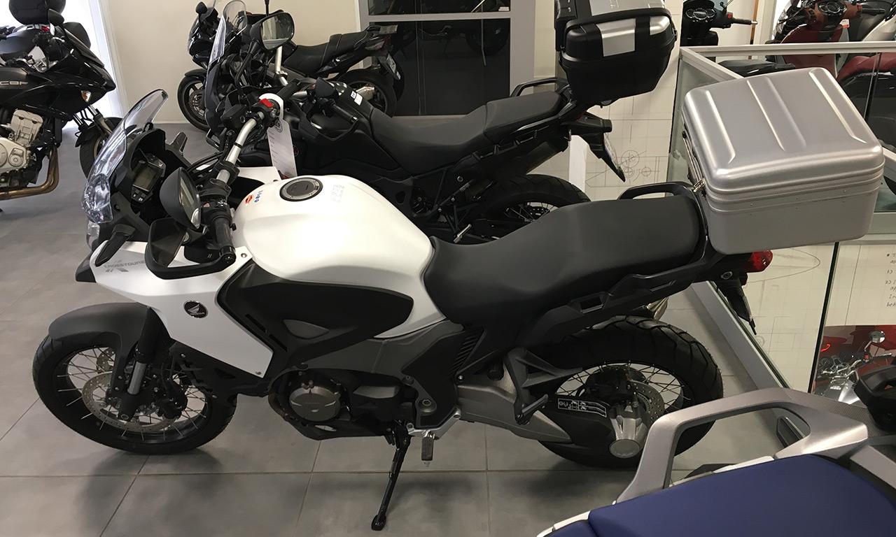 Moto honda Crosstourer Blanche