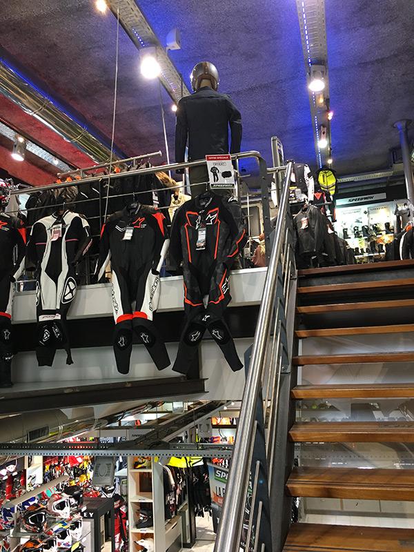 Boutique accessoire moto sur deux niveaux à Marseille
