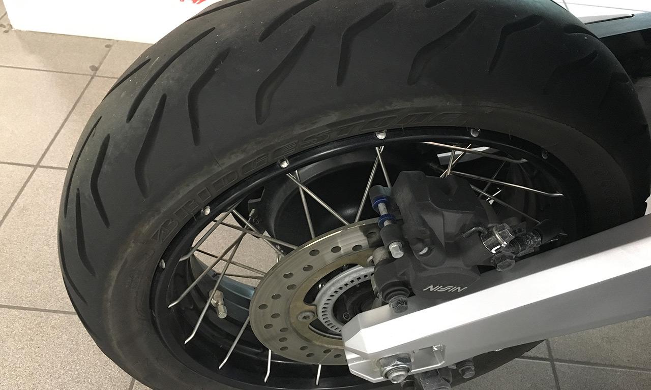 Bridgestone S21 sur le XADV