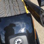 pneu de voiture sur un triad