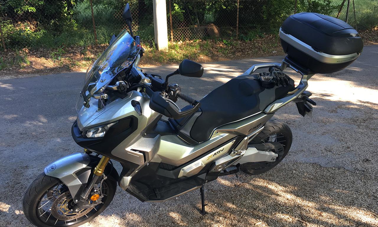 X ADV 750 Honda gris