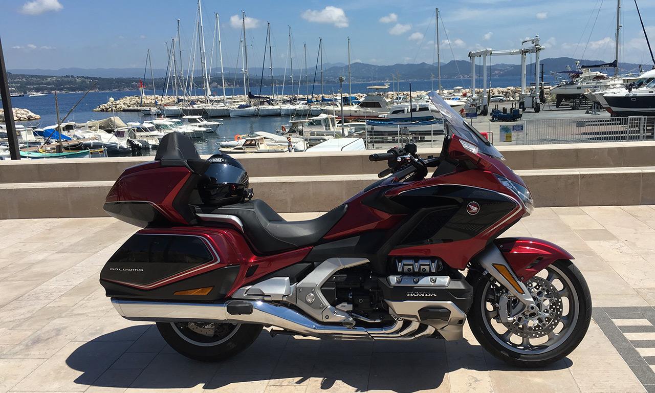 Casque de moto avec intercom sur la Honda Goldwing
