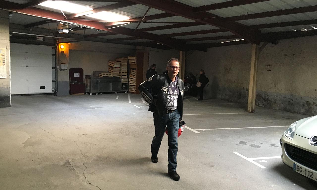 Garage moto Hôtel Saint Pierre : 8€ par moto et par nuit