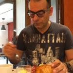 Jean-Claude : au petit déjeuner, hôtel Saint Pierre Aurillac