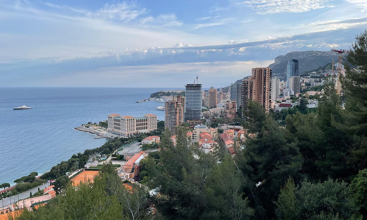 vue sur Monaco depuis la moyenne Corniche