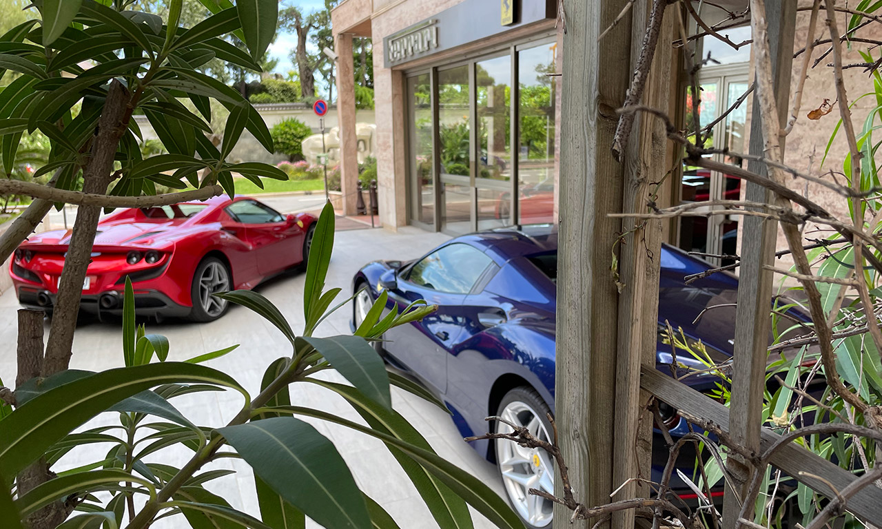 Voiture Ferrari à Monaco