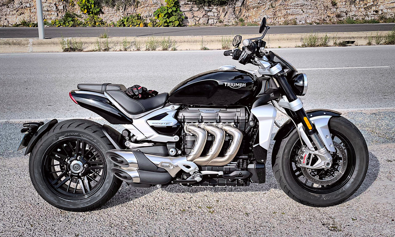 Moto Triumph Rocket 3 R black