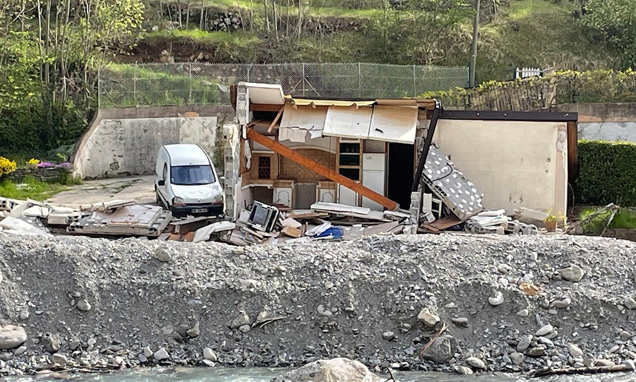 Maison dévastée dans la vallée de Roya