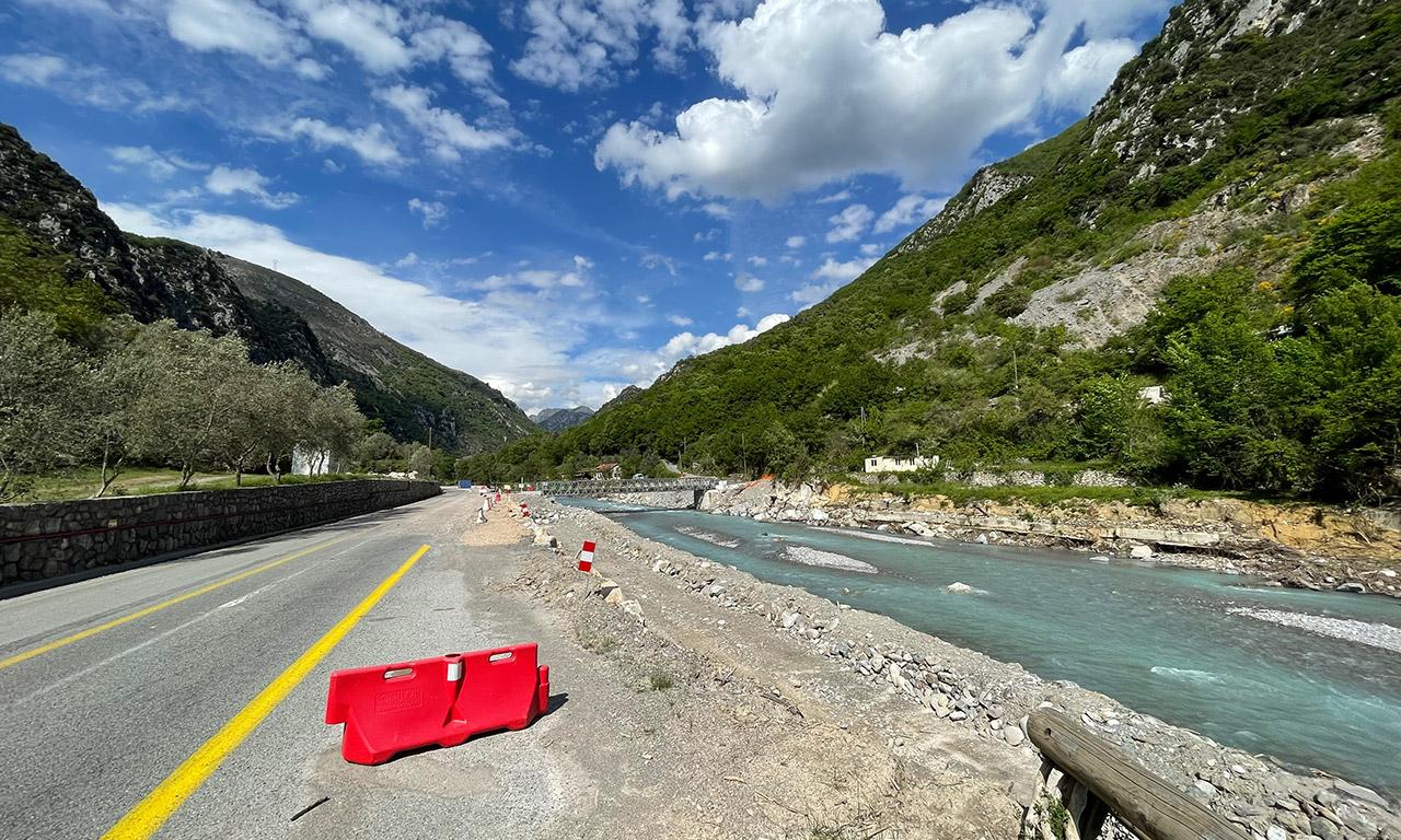 route en travaux dans la Vallée de Roya