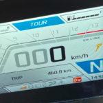 tableau de bord complexe du Tuono V4 Factory